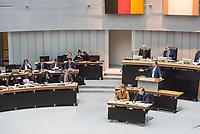 Plenarsitzung des Berliner Abgeordnetenhaus am Donnerstag den 30. November 2017.<br /> Im Bild: Sebastian Czaja FDP-Fraktionsvorsitzender (rechts am Rednerpult) greift in der Aktuellen Stunde zum Thema Flughafen BER die Landesregierung an. Jedoch kann er auf Nachfragen, woher er bestimmte Termine habe, nicht antworten.<br /> 30.11.2017, Berlin<br /> Copyright: Christian-Ditsch.de<br /> [Inhaltsveraendernde Manipulation des Fotos nur nach ausdruecklicher Genehmigung des Fotografen. Vereinbarungen ueber Abtretung von Persoenlichkeitsrechten/Model Release der abgebildeten Person/Personen liegen nicht vor. NO MODEL RELEASE! Nur fuer Redaktionelle Zwecke. Don't publish without copyright Christian-Ditsch.de, Veroeffentlichung nur mit Fotografennennung, sowie gegen Honorar, MwSt. und Beleg. Konto: I N G - D i B a, IBAN DE58500105175400192269, BIC INGDDEFFXXX, Kontakt: post@christian-ditsch.de<br /> Bei der Bearbeitung der Dateiinformationen darf die Urheberkennzeichnung in den EXIF- und  IPTC-Daten nicht entfernt werden, diese sind in digitalen Medien nach §95c UrhG rechtlich geschuetzt. Der Urhebervermerk wird gemaess §13 UrhG verlangt.]