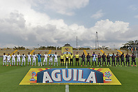 BOGOTÁ -COLOMBIA, 05-11-2017: Jugadores de Tigres y Envigado durante los actos protocolariios previo al encuentro con Tigres FC por la fecha 19 de la Liga Águila III 2017 jugado en el estadio Metropolitano de Techo de la ciudad de Bogotá. / Players of Tigres and Envigado during the formal events prior the match against Tigres FC for the date 19 of the Aguila League II 2017 played at Metropolitano de Techo stadium in Bogotá city. Photo: VizzorImage/ Gabriel Aponte / Staff