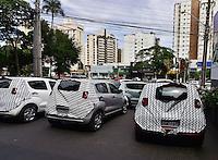 GOIANIA, GO, 31.03.2016 - ECONOMIA-CARRO - Automóveis envelopados da Fiat sao vistos na cidade de Goiania nesta quinta-feira, 31. (Foto: Marcos Souza/Brazil Photo Press)