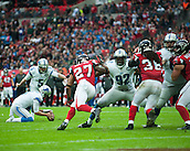 26.10.2014.  London, England.  NFL International Series. Atlanta Falcons versus Detroit Lions. Lions' K Matt Prater [5] field goal attempt.