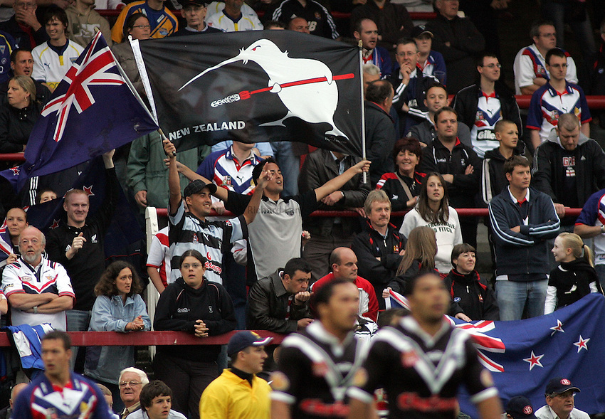 Photo: Paul Thomas..Great Britain v New Zealand. XXXX Test Match. 27/06/2006..New Zealand fans.