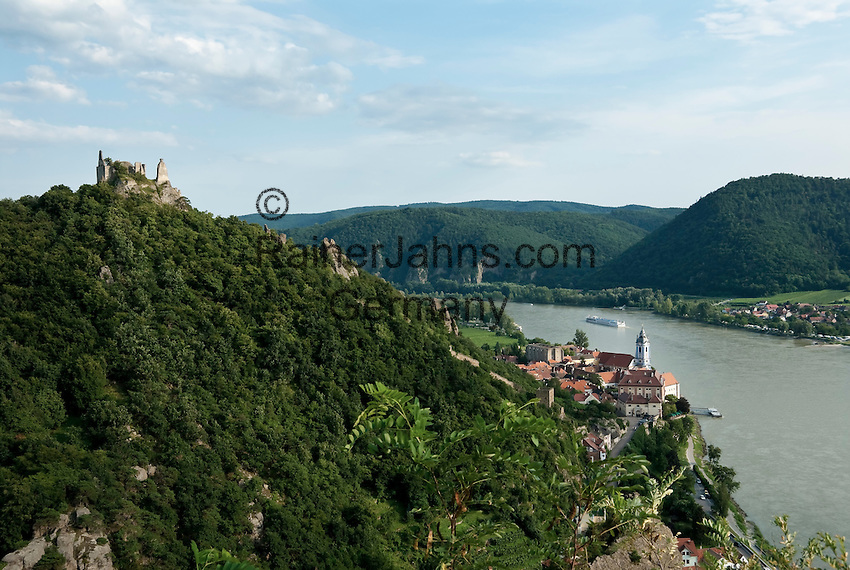 Austria, Lower Austria, UNESCO World Heritage Wachau, view from Vogelbergsteig towards wine town Duernstein with Castle Ruin Duernstein and the blue-white tower of the Collegiate Church across river Danube towards wine village Rossatzbach