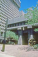 Honolulu: Financial Plaza in sunlight. Photo '82.
