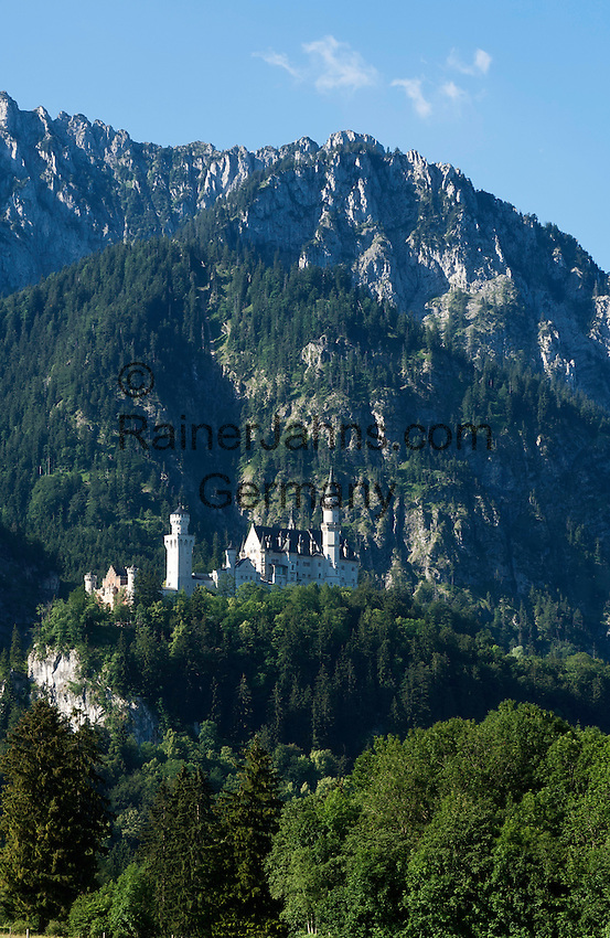 Germany, Bavaria, Swabia, East-Allgaeu, Schwangau near Fuessen: Castle Neuschwanstein | Deutschland, Bayern, Schwaben, Ost-Allgaeu, Schwangau bei Fuessen: Schloss Neuschwanstein