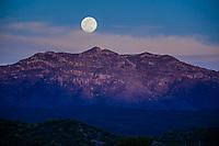 "Full moon seen over the hills of the Ruta de la Sierra and near Mazocahui in the Sierra Madre Occidental, right in the center of the Mexican state of Sonora. Mazocahui comes from the Opata ideology: Mazotcagui: ""Sierra del venado""<br /> (photo: Luisgutierrez / Nortephoto)...<br /> Luna llena vista sobre los cerros de la Ruta de la Sierra e inmediaciones de Mazocahui  en la Sierra Madre Occidental, justo en el centro del estado mexicano de Sonora. Mazocahui proviene dle ideoma ópata: Mazotcagui: ""Sierra del venado""<br /> (photo: Luis Gutierrez/Nortephoto)"