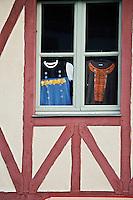 Europe/France/Bretagne/29/Finistère/ Concarneau: Détail façade d'une boutique- Vêtements traditionnels bretons dans la Ville Close