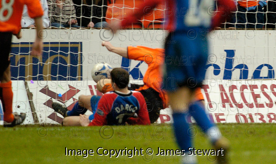 18/02/2006         Copyright Pic: James Stewart.File Name : sct_jspa12_dundee_utd_v_inverness.CRAIG DARGO SCORES THE THIRD FOR INVERNESS....Payments to :.James Stewart Photo Agency 19 Carronlea Drive, Falkirk. FK2 8DN      Vat Reg No. 607 6932 25.Office     : +44 (0)1324 570906     .Mobile   : +44 (0)7721 416997.Fax         : +44 (0)1324 570906.E-mail  :  jim@jspa.co.uk.If you require further information then contact Jim Stewart on any of the numbers above.........