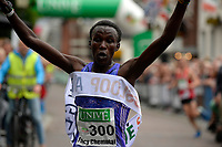 APPINGEDAM - Atletiek,  Stadsloop Appingedam , 24-06-2017, winnaar bij de vrouwen Fancy Chemutai in parcours record