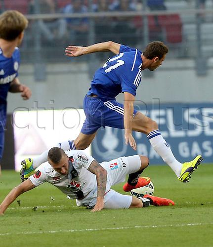 23.07.2014. Klagenfurt, Austria. Pre-season football friendly. RZ Pellets WAC versus Chelsea FC. Peter Zulj WAC challenged by Nemanja Matic Chelsea