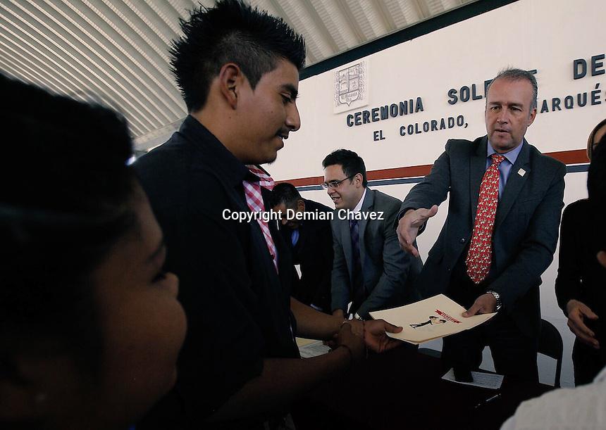 El Marqu&eacute;s Quer&eacute;taro. 12 de febrero de 2016.- presidente municipal El Marqu&eacute;s, Quer&eacute;taro, Mario Calzada, asisti&oacute; como gran testigo de honor durante a la ceremonia solemne de matrimonios colectivos, realizada en la comunidad de El Colorado.<br /> <br /> A esta evento asistieron 26 parejas que regularizaron su situaci&oacute;n de convivencia, para dar certeza jur&iacute;dica a su relaci&oacute;n.<br /> <br /> Al final del evento familiares, matrimonios, y personal de la administraci&oacute;n le cantaron las ma&ntilde;anitas a la alcalde por motivo de su cumplea&ntilde;os.<br /> <br /> Foto: Demian Ch&aacute;vez