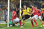 13.04.2019, Signal Iduna Park, Dortmund, GER, DFL, 1. BL, Borussia Dortmund vs 1. FSV Mainz 05, DFL regulations prohibit any use of photographs as image sequences and/or quasi-video<br /> <br /> im Bild Strafraumszene . Torchance von Anthony Ujah (#20, FSV Mainz 05) Roman Bürki / Buerki (#1, Borussia Dortmund) pariert den Ball auf der Torlinie<br /> <br /> Foto © nph/Mauelshagen