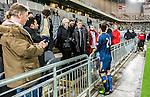 Stockholm 2015-02-16 Fotboll Tr&auml;ningsmatch Hammarby IF - LA Galaxy :  <br /> La Galaxys Stefan Ishizaki pratar med sin far , familj och v&auml;nner vid l&auml;ktaren i Tele2 Arena efter matchen mellan Hammarby IF och LA Galaxy <br /> (Foto: Kenta J&ouml;nsson) Nyckelord:  Fotboll Tr&auml;ningsmatch Tele2 Arena Hammarby HIF Bajen Los Angeles LA Galaxy diskutera argumentera diskussion argumentation argument discuss glad gl&auml;dje lycka leende ler le supporter fans publik supporters
