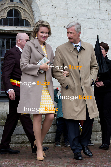 Le Roi Philippe de Belgique et la Reine Mathilde de Belgique &agrave; l&rsquo;H&ocirc;tel de ville de Dendermonde, lors d'une visite de la Province de Flandre- Occidentale.<br /> Belgique, Dendermonde, 25 avril 2017.<br /> Queen Mathilde of Belgium and King Philippe of Belgium pictured during a visit to the city hall in Dendermonde,, part of a visit of Belgian Royal couple in East-Flanders.<br /> Belgium, Dendermonde, 25 April 2017.