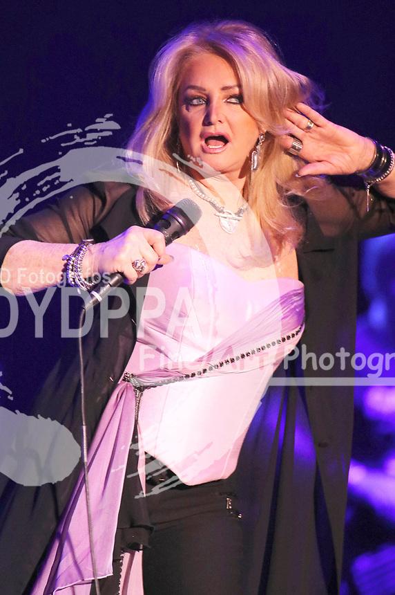 Bonnie Tyler live bei einem Konzert ihrer '40 Years it's a Heartache'-Tour im Mehr! Theater. Hamburg, 06.04.2018