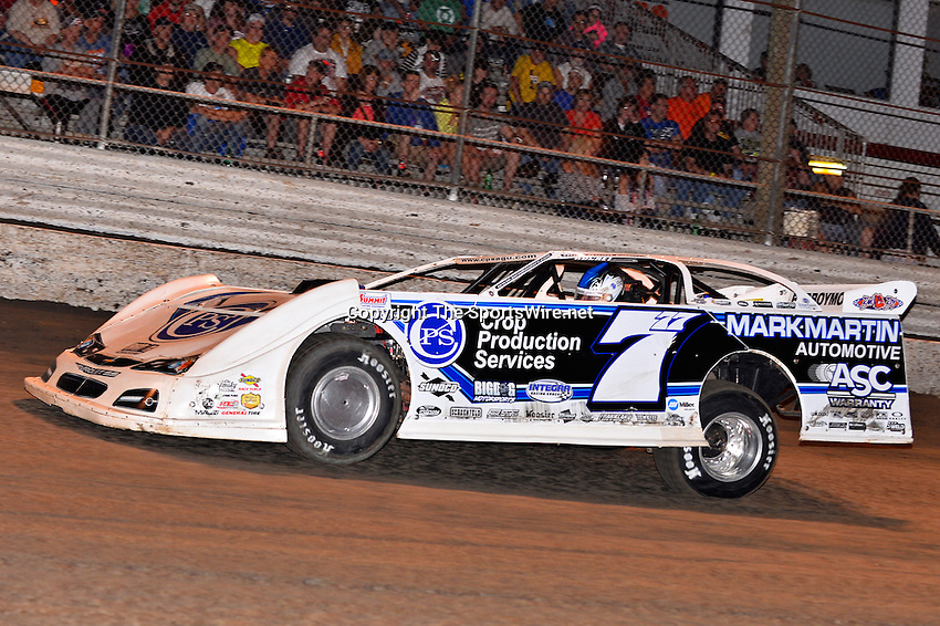 Feb 20, 2014; 7:04:55 PM;  Barberville, FL, USA;  World of Outlaws Late Model Series for 43rd Annual DIRTcar Nationals presented by Summit Racing Equipment at Volusia Speedway Park.  Mandatory Credit: (thesportswire.net)