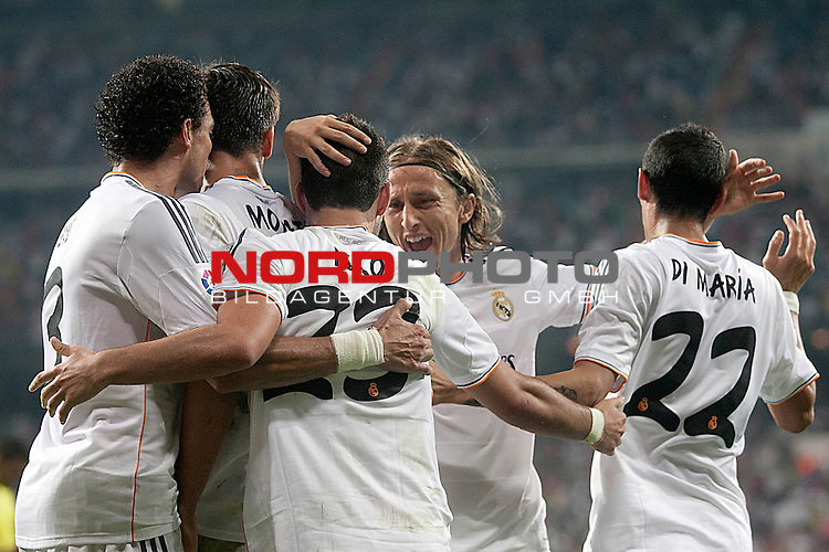 Real Madrid's Pepe, Alvaro Morata, Isco, Luka Modric and Angel Di Maria celebrate goal during La Liga match.August 18,2013. Foto © nph / Acero)