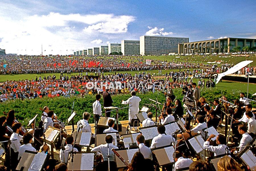 Comemoração pública da instalação da Assembléia Constituinte em Brasília. 1988. Foto de Salomon Cytrynowicz.