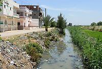 EGYPT, governate Beheira, Kafra Eldawar, Nile delta , waste and sewage water / AEGYPTEN, Beheira, Landwirtschaft im Nildelta, Muell und Abwasser Kanal