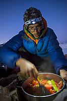 Tomas Contreras, team cooking; Valle des los Condores.