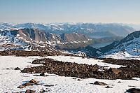 Utsikt mot sørvest fra Nordmannsjøkulen på Seiland. Bårdfjorden ute til høyre. ---- View towards southwest from Nordmannsjøkulen on Seiland.