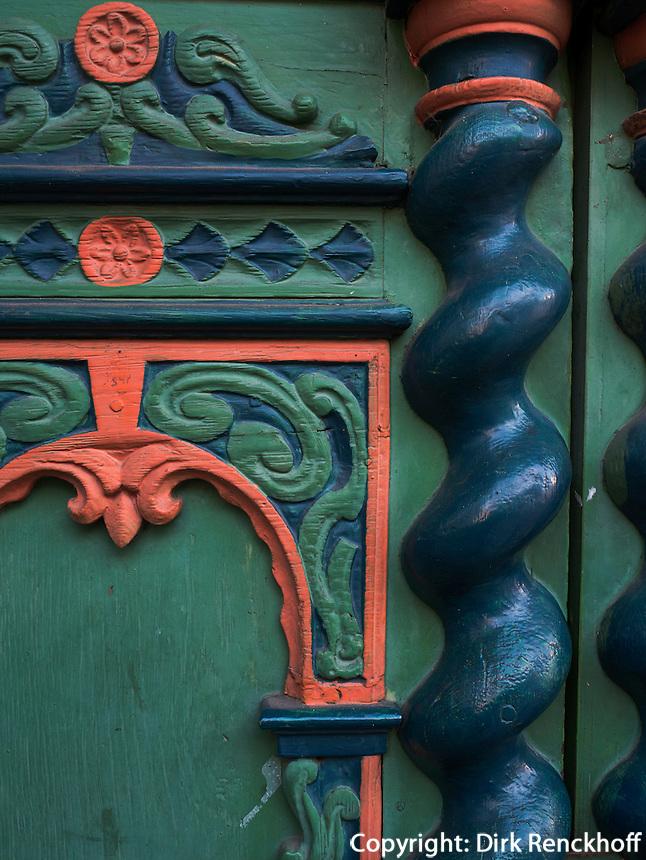 Geschnitze Haust&uuml;r von Fachwerkhaus an der L&auml;mmertwiete, Hamburg - Harburg, Deutschland, Europa<br /> carved entrance door of halftimbered house  at L&auml;mmertwiete, Hamburg-Harburg, Germany Europe