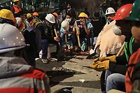 Trabajos durante la madrugada del 21 septiembre 2017 en uno de los edificios colapsados por el terremoto del pasado 19 de septiembre en la Ciudad de Mexico. Este inmueble se encuentra en calle Emiliano Zapata de la colonia  Embajadores. En el lugar continúan los trabajos de rescate hasta el amanecer momento en que se dio un pequeño receso mientras se realizaba el relevo de cientos de rescatistas para continuan la busqueda. En el sitio localizaron cuerpos sin vida en las primeras horas de hoy... Ciudad de Mexico a 21 sep2017.... (Foto:Luis Gutierrez/NortePhoto.com)<br /> <br /> Works during the early morning of September 21, 2017 in one of the buildings collapsed by the earthquake of last September 19 in Mexico City. This property is located at Emiliano Zapata de la colonia Embajadores street. In the place continue the works of rescue until the dawn moment in which a small recess took place while the relief of hundreds of rescuers was carried out to continue the search. In the site they located bodies without life in the first hours of today ... Mexico City to 21 sep2017 .... (Photo: Luis Gutierrez / NortePhoto.com)