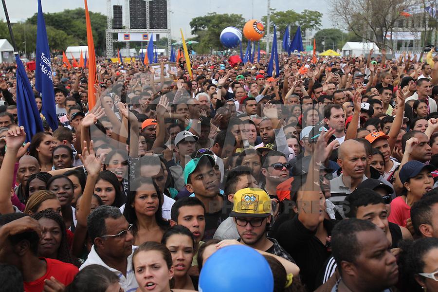 SAO PAULO, SP, 01/05/2014, DIA DO TRABALHADOR. Festa do Dia do Trabalhador da Forca Sindical na Praca Campos de Bagatelli em Santana, nessa quinta-feira (1). LUIZ GUARNIERI/BRAZIL PHOTO PRESS.