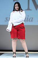 SÃO PAULO, SP, 06.03.2016 - FWPS-SILVANIA MIRANDA - Modelo durante desfile da grife Silvania Miranda no Fashion Weekend Plus Size - Inverno 2016, no Teatro APCD no bairro de Santana na região norte de São Paulo, neste domingo, 06. (Foto: Vanessa Carvalho/Brazil Photo Press)