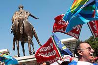 la statua di Marco Aurelio con le bandiere<br /> Roma 06-06-2014 Piazza del Campidoglio. Manifestazione dei dipendenti del Comune di Roma.<br /> Photo Samantha Zucchi Insidefoto