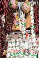 HUN, Ungarn, Budapest: ungarische Salami, Paprika, ungarische Spezialitaeten werden zum Verkauf angeboten   HUN, Hungary, Budapest: Hungarian salami, bell pepper, Hungarian specialities for sale