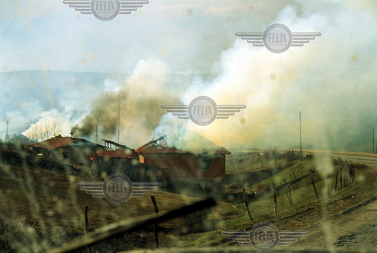 Albanian houses burn in Polac, Drenica region, after heavy fighting today. 22/03/99