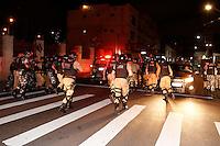 CURITIBA, PR,06.02.2017 – PROTESTO-PR – Manifestante entra em confronto com a PM durante protesto pelas ruas de Curitiba (PR) na noite desta segunda feira (06), contra o aumento da tarifa do transporte público. (Foto: Paulo Lisboa/Brazil Photo Press)