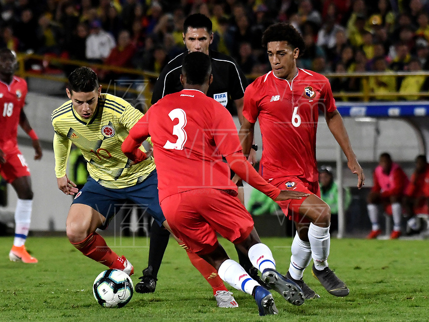 BOGOTA-COLOMBIA, 03-06-2019: James Rodríguez de Colombia y Kevin Galván Adalberto Carrasquilla de Panamá, disputan el balón durante partido amistoso entre Colombia y Panamá, en el estadio Nemesio Camacho El Campín en la ciudad de Bogota. / James Rodriguez of Colombia and Kevin Galvan, Adalberto Carrasquilla of Panama battle for the ball, during a friendly match between Colombia and Panama at Nemesio Camacho El Campin stadium in Bogota city. Photo / VizzorImage / Gabriel Aponte/ Staff.