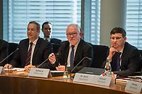 1. Sitzung des Unterausschusses des Verteidigungsausschusses des Deutschen Bundestag als 1. Untersuchungsausschuss am Donnerstag den 14. Februar 2019.<br /> In dem Untersuchungsausschuss zur Berateraffaere soll auf Antrag der Fraktionen von FDP, Linkspartei und Buendnis 90/Die Gruenen der Umgang mit externer Beratung und Unterstuetzung im Geschaeftsbereich des Bundesministeriums fuer Verteidigung aufgeklaert werden. Anlass der Untersuchung sind Berichte des Bundesrechnungshofs ueber Rechts- und Regelverstoesse im Zusammenhang mit der Nutzung derartiger Leistungen.<br /> Einziger Tagesordnungspunkt war die Konstituierung des Unterausschusses als Untersuchungsausschuss.<br /> Im Bild 2.vl.: Der Ausschussvorsitzende Wolfgang Hellmich, SPD.<br /> 14.2.2019, Berlin<br /> Copyright: Christian-Ditsch.de<br /> [Inhaltsveraendernde Manipulation des Fotos nur nach ausdruecklicher Genehmigung des Fotografen. Vereinbarungen ueber Abtretung von Persoenlichkeitsrechten/Model Release der abgebildeten Person/Personen liegen nicht vor. NO MODEL RELEASE! Nur fuer Redaktionelle Zwecke. Don't publish without copyright Christian-Ditsch.de, Veroeffentlichung nur mit Fotografennennung, sowie gegen Honorar, MwSt. und Beleg. Konto: I N G - D i B a, IBAN DE58500105175400192269, BIC INGDDEFFXXX, Kontakt: post@christian-ditsch.de<br /> Bei der Bearbeitung der Dateiinformationen darf die Urheberkennzeichnung in den EXIF- und  IPTC-Daten nicht entfernt werden, diese sind in digitalen Medien nach §95c UrhG rechtlich geschuetzt. Der Urhebervermerk wird gemaess §13 UrhG verlangt.]