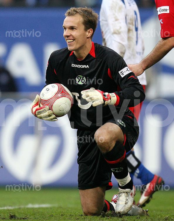 Fussball   1. Bundesliga   Saison 2006/2007   9. Spieltag Hamburger SV - Hannover 96                 Torwart Robert ENKE (Hannover) freut sich ueber den Ballbesitz