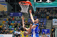 Jonas Wohlfahrt-Bottermann (Fraport Skyliners) gegen Anthony Morse (Basketball Löwen Braunschweig) - 11.10.2017: Fraport Skyliners vs. Basketball Löwen Braunschweig, Fraport Arena Frankfurt