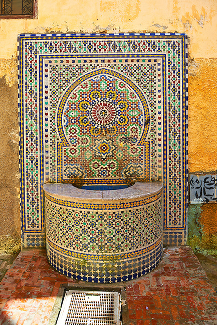 Tiled Arabesuqe Berber street fountain wells of the Medina. A UNESCO World Heritage Site. Meknes, Meknes-Tafilalet, Morocco