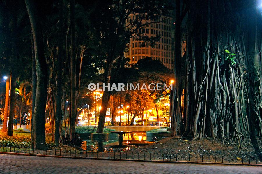 Noite na cidade. Praça da Republica. São Paulo. 2008. Foto de Flávio Bacellar.
