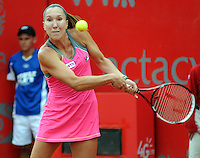 BOGOTA -COLOMBIA. 12-04-2014. Jelena Jankovic de Serbia vencio a  Chanelle  Scheepers de Surafrica durante la Copa Claro Colsanitas que se disptuta en el Club El Rancho de Bogot‡. / Jelena Jankovic of Serbia won to Chanelle Scheepers of South Africa during the Copa Claro Colsanitas played  at Club El Rancho of Bogot‡. Photo: VizzorImage/ Luis Emiro Mejia / Open Claro Colsanitas