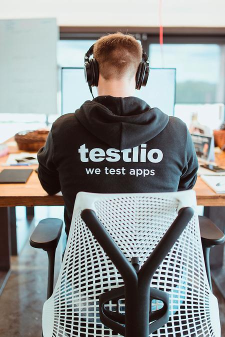 Im Büro von Testlio, einer Firma die Apps und andere digitale Produkte auf Fehler testet, im Kreativviertel Telliskivi, Tallinn, Estland.