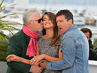 """CANNES, FRANCE. May 18, 2019: Pedro Almodovar, Penelope Cruz & Antonio Banderas at the photocall for the """"Pain and Glory"""" at the 72nd Festival de Cannes.<br /> Picture: Paul Smith / Featureflash"""