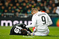Real Madrid's French forward Karim Benzema and Sevilla´s soccer goalie Beto