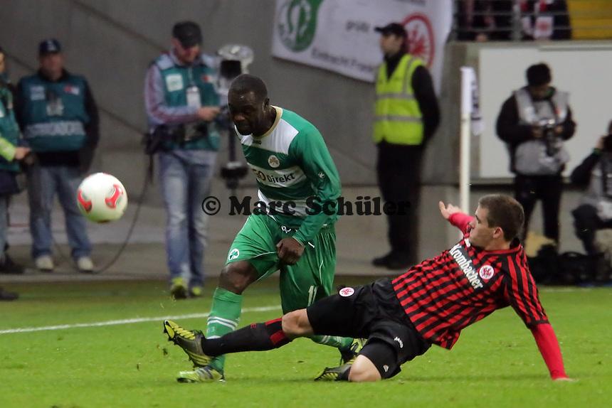 Sebastian Jung (Eintracht) gegen Gerald Asamoah (Fuerth)