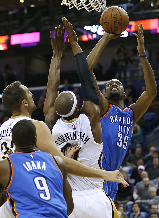Oklahoma City Thunder forward Kevin Durant (35) shoots over New Orleans Pelicans forward Dante Cunningham, center, and forward Ryan Anderson, left, during the second half of an NBA basketball game Thursday, Feb. 25, 2016, in New Orleans. The Pelicans won 123-119. (AP Photo/Jonathan Bachman)