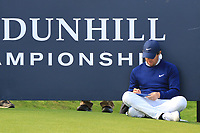 Rory McIlroy (NIR) having a rest on the 17th tee during Round 3 of the Alfred Dunhill Links Championship 2019 at St. Andrews Golf CLub, Fife, Scotland. 28/09/2019.<br /> Picture Thos Caffrey / Golffile.ie<br /> <br /> All photo usage must carry mandatory copyright credit (© Golffile | Thos Caffrey)