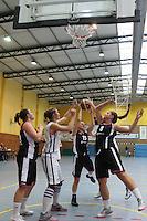 Kampf um den Rebound mit Michaela Mueller (TVGG) und Mona Abel, Angela Kovacevic (Hanau)