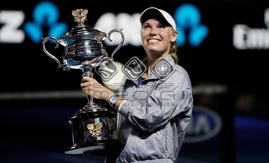 MELBOURNE,AUSTRALIA,27.JAN.18 - TENNIS - WTA Tour, Grand Slam, Australian Open, award cermeony. Image shows Caroline Wozniacki (DEN). Keywords: trophy. Photo: GEPA pictures/ Matthias Hauer / Copyright : explorer-media