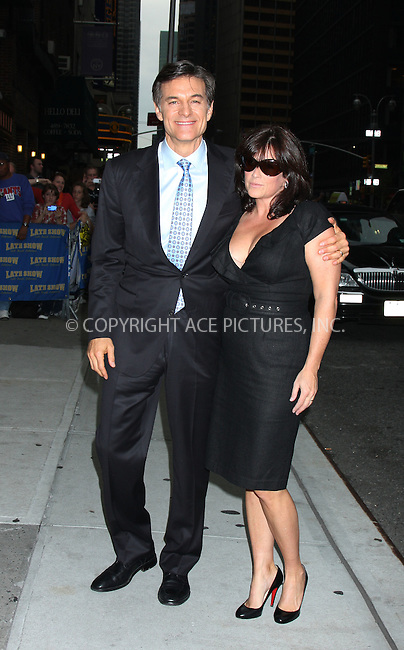 WWW.ACEPIXS.COM . . . . . ....September 28 2009, New York City....Mehmet Oz and wife Lisa Oz made an appearance at the 'Late Show with David Letterman' on September 28 2009 in New York City....Please byline: AJ SOKALNER - ACEPIXS.COM.. . . . . . ..Ace Pictures, Inc:  ..(212) 243-8787 or (646) 679 0430..e-mail: picturedesk@acepixs.com..web: http://www.acepixs.com