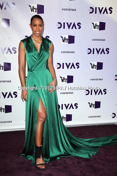 LOS ANGELES - DEC 16:  Kelly Rowland arriving at the VH1 Divas Concert 2012 at Shrine Auditorium on December 16, 2012 in Los Angeles, CA