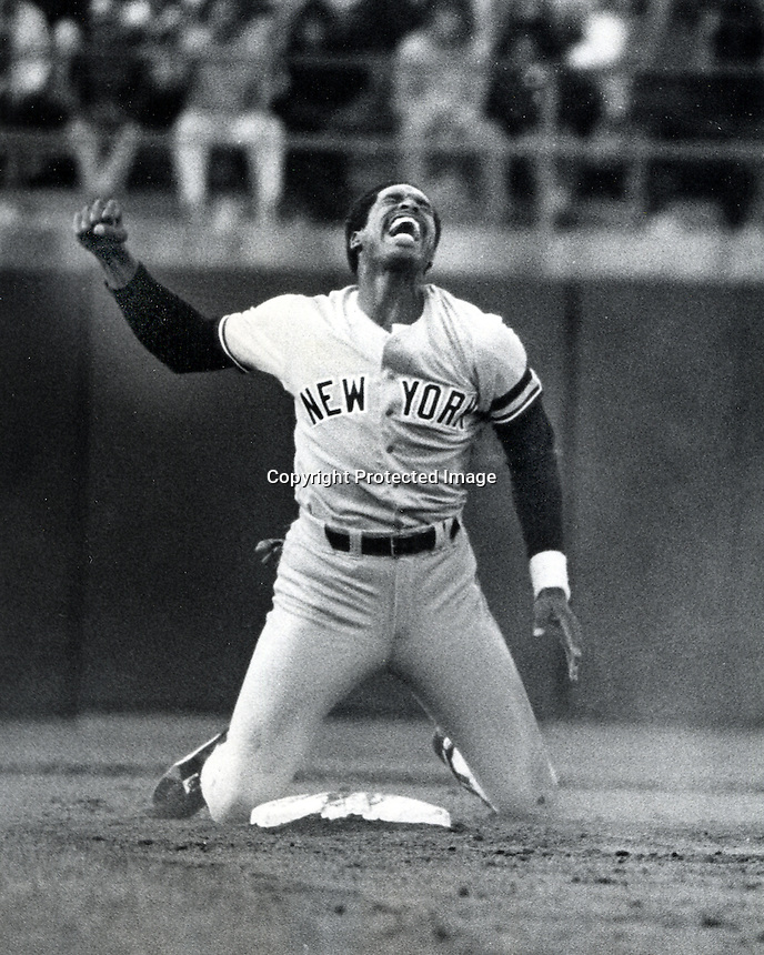 New York Yankees Dave Winfield is called out at 2nd base (1981 photo/Ron Riesterer/photoshelter)